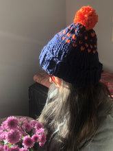 Load image into Gallery viewer, Edelweiss Pompom Hat with 2 colors - Merino