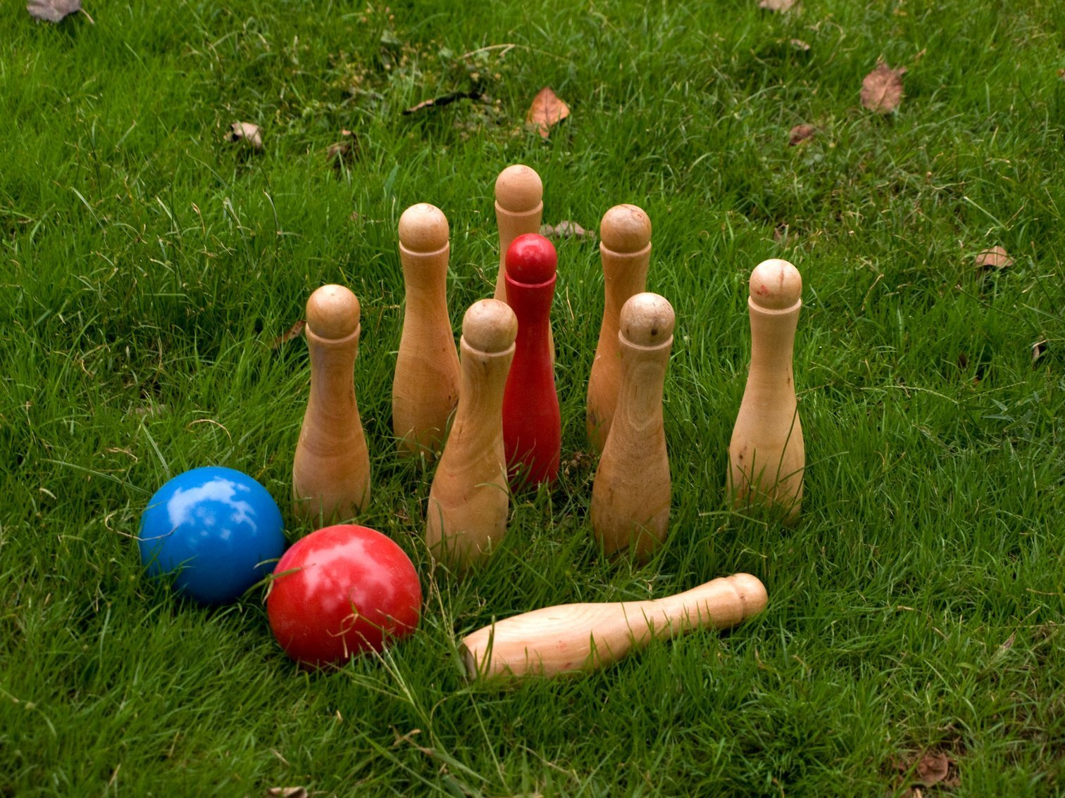 Easy Days: Wooden Skittles - Outdoor Game (20cm)
