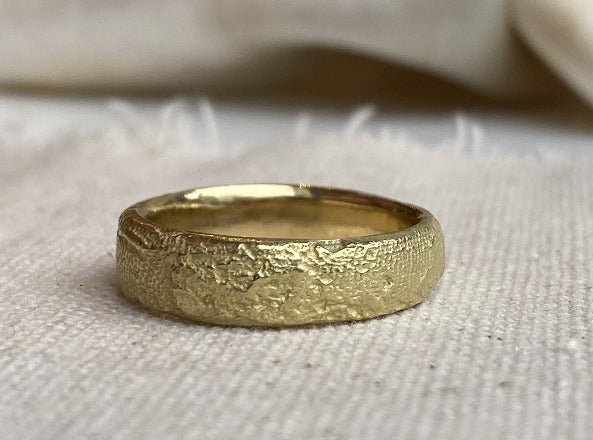 Silk Band in 18k royal yellow gold, size 8