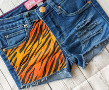 Load image into Gallery viewer, Tiger Print Shorts