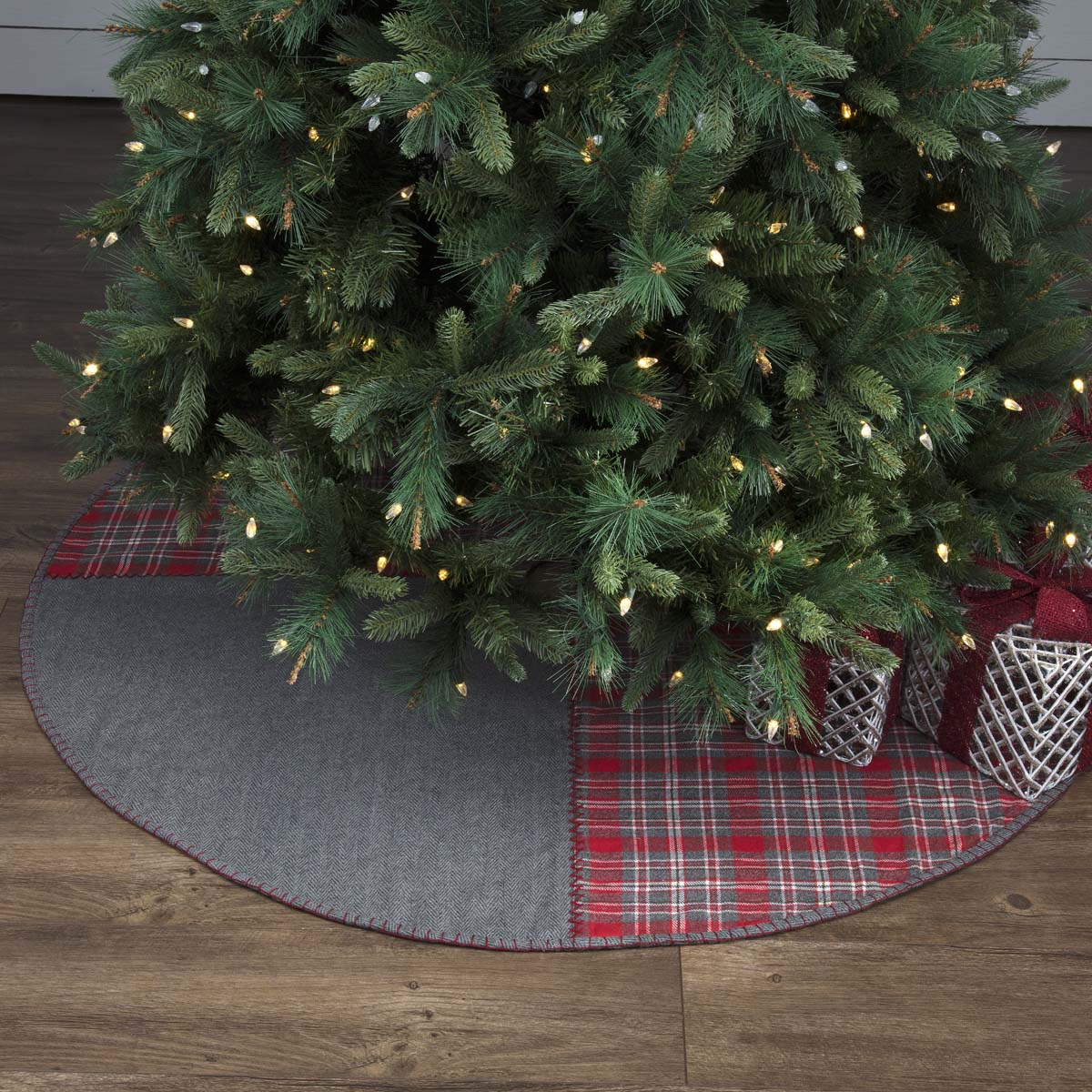 Anderson Patchwork Tree Skirt 55 - Woodrol