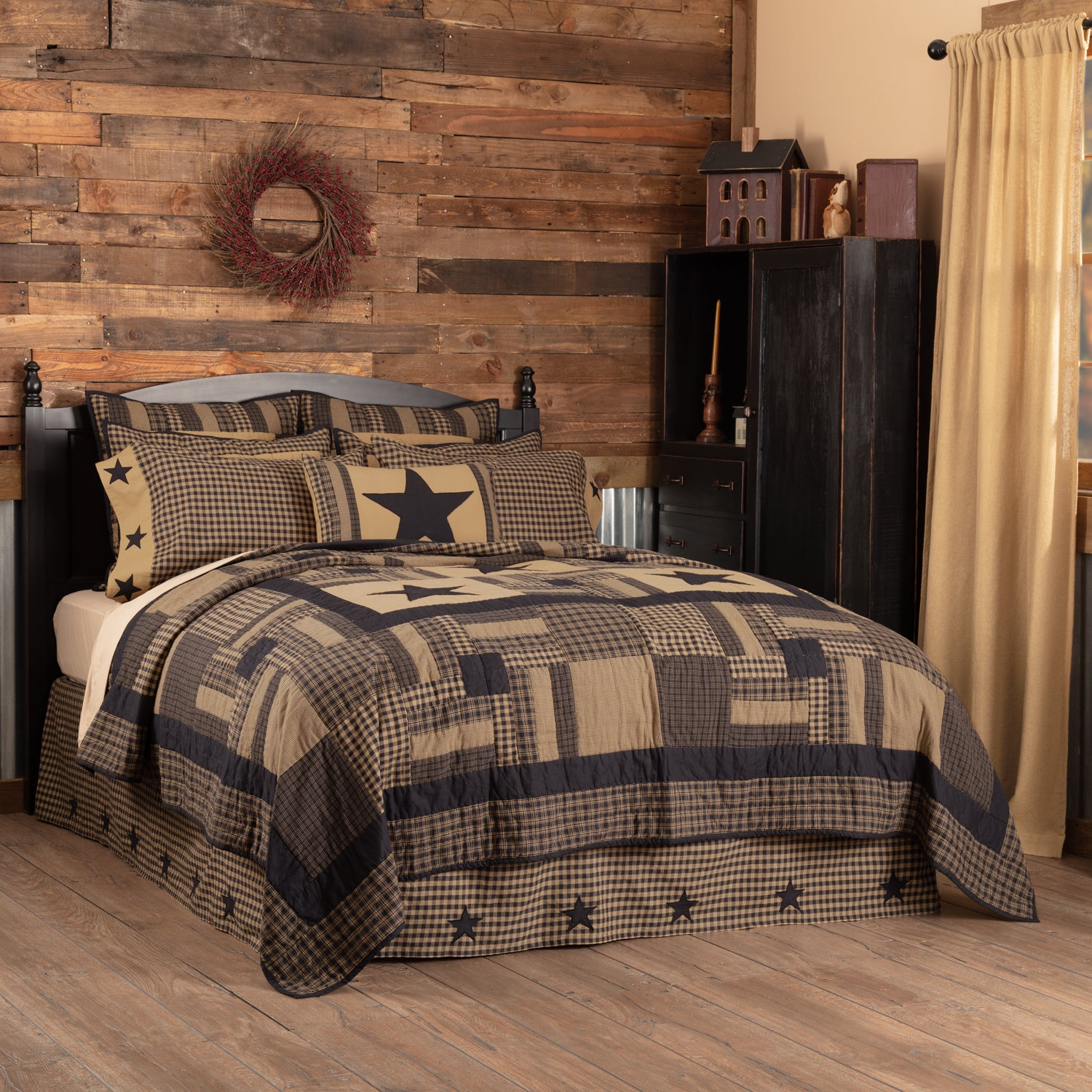 Black Check Star California King Quilt 130Wx115L - Woodrol
