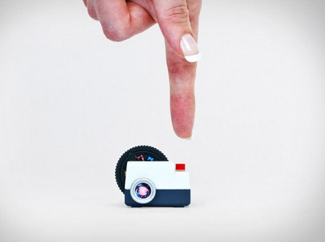 Projecteo, a Projector in Miniature to Show Your Photos of Instagram