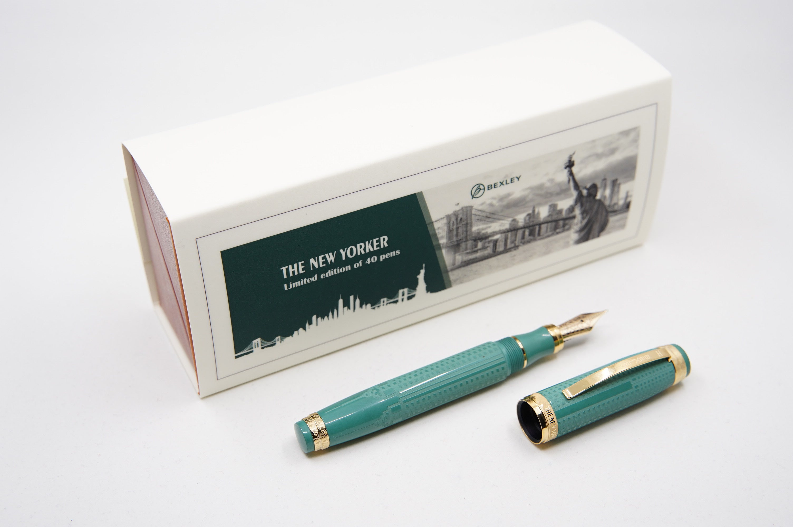 Bexley New Yorker Empire State Building Chased - Green ebonite NEW