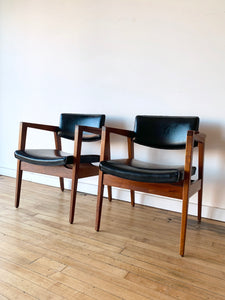 Pair of Mid-Century chairs by Gunlocke