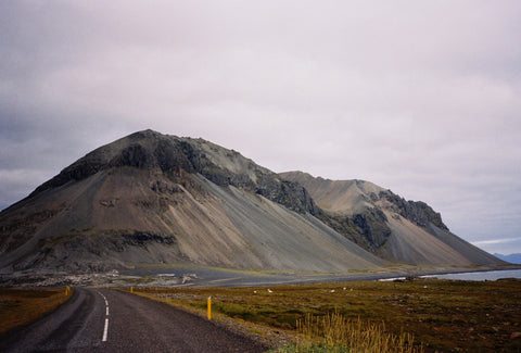 Hilly landscape in Iceland - Photo by Kim Anh
