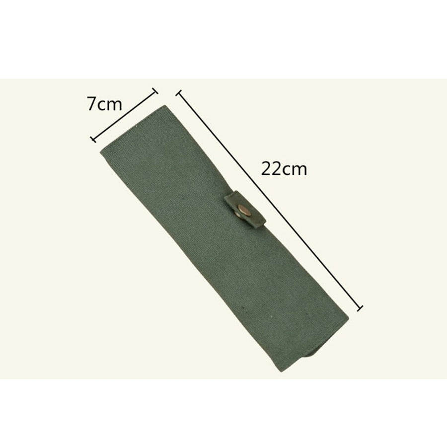 Measurements of rolled up green canvas pouch holder for bamboo cutlery: seven centimeters width, twenty-two centimeters length.
