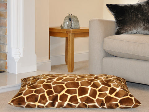 Giant Giraffe faux fur luxury dog bed