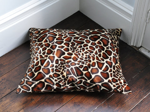 Mini Giraffe faux fur luxury dog bed
