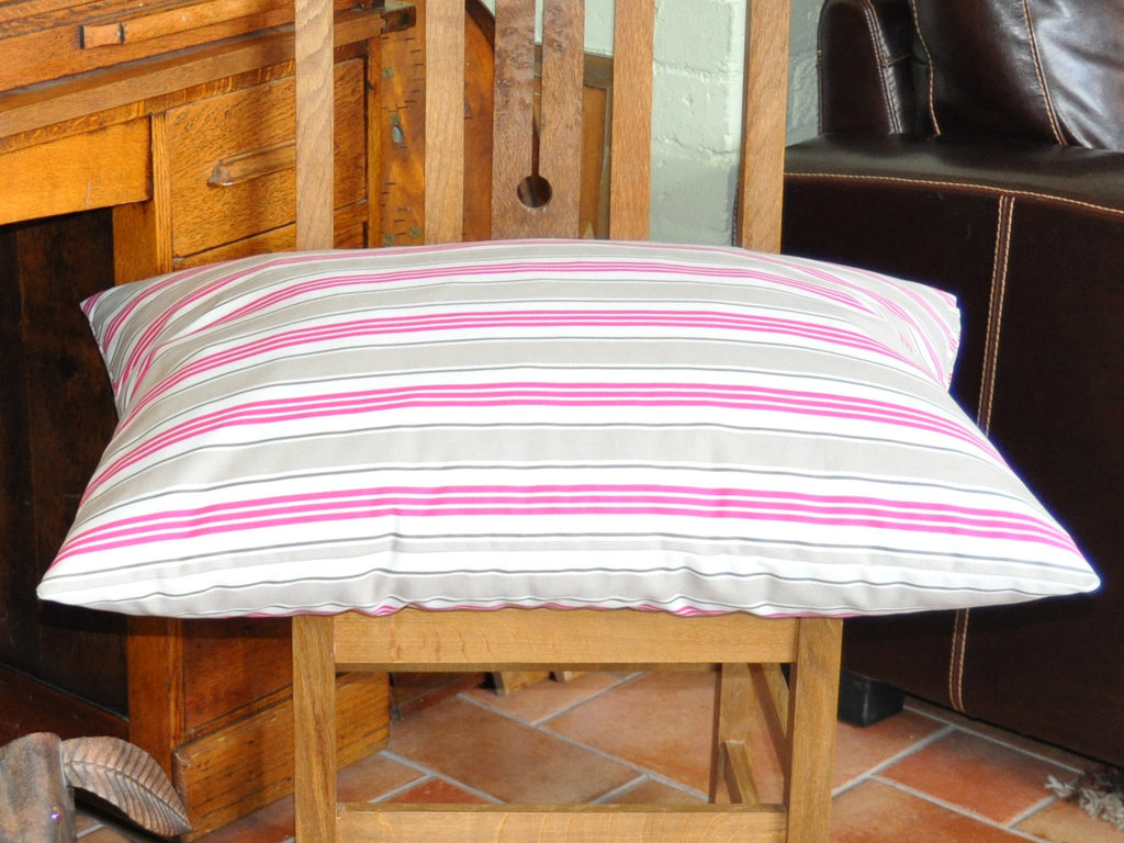 Deck Chair Stripes luxury cat bed (cerise)