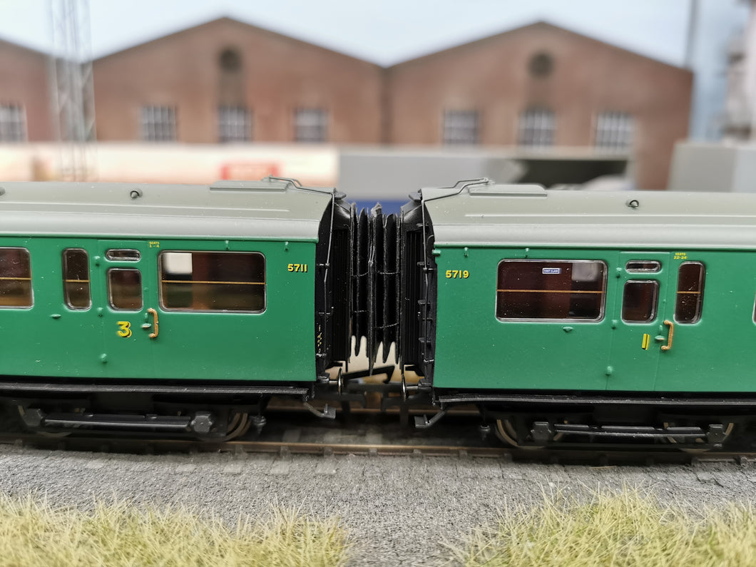 LS-24 Hornby Bulleid 57' Multidoor stock Corridor Connection