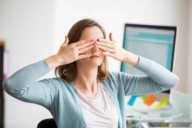 The best 7 tips to protect your eyes when working on computer