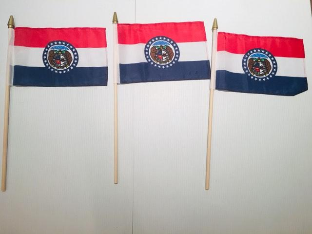 "6x9 inch sewn edge classroom US State American flags & USA (24 6""x9"" FLAGS PER STATE) 50 UNITED STATES FLAGS 6""X9"" WOODEN STAFF STATE FLAG COLLECTION 15"" wood staff soft point gold wood spears"
