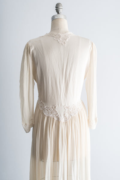 [SOLD] Vintage Silk and Lace Embroidered Peignoir - M