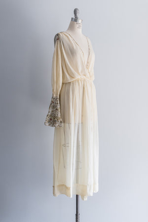 [SOLD] 1940's Muslin Robe with Lame' Floral Sleeves - M/L