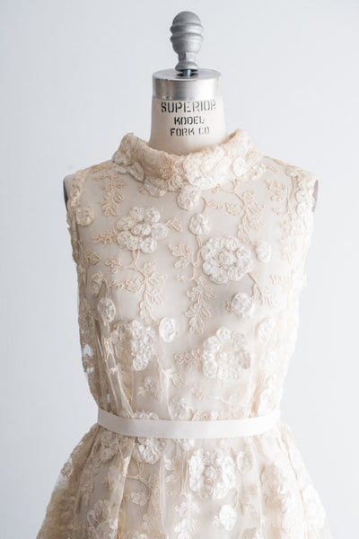 1960s Sheer Alencon Lace with Embroidered Design Mod Dress - M