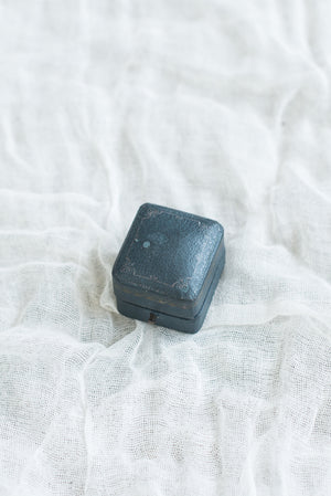 Antique Blue Leather Ringbox