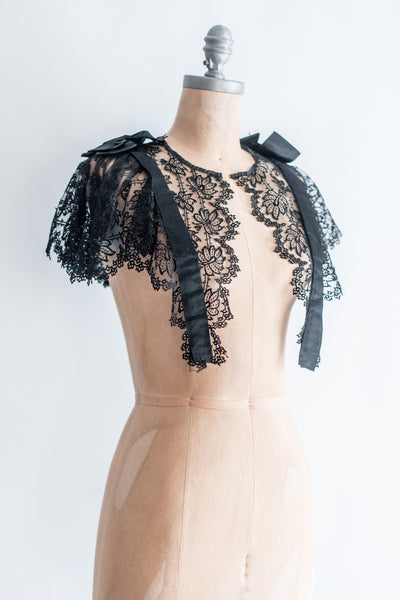 Victorian Silk Chantilly Lace Capelet Collar - S