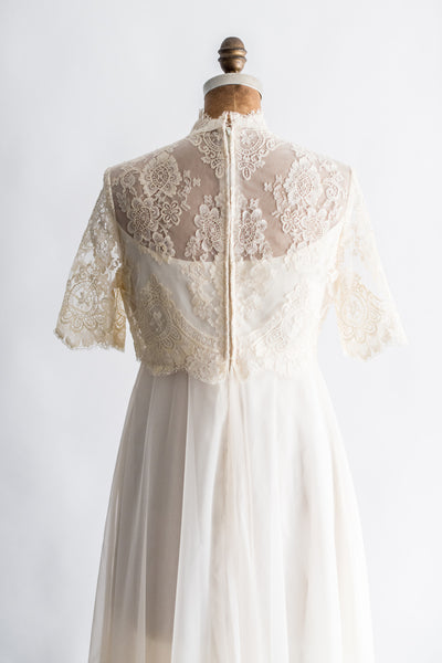 1970s Chantilly Lace and Chiffon Wedding Gown - S/M