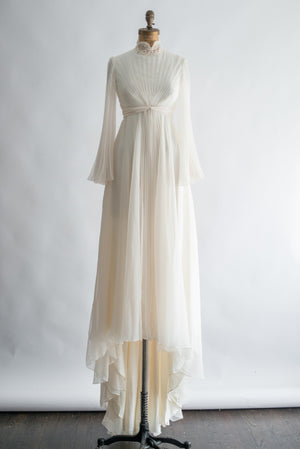 1970s Cream Pleated Angel Sleeves Gown - XS/S