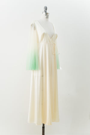 1970s Nylon and Tricot Ombre Sleeves Dressing Gown - M/L