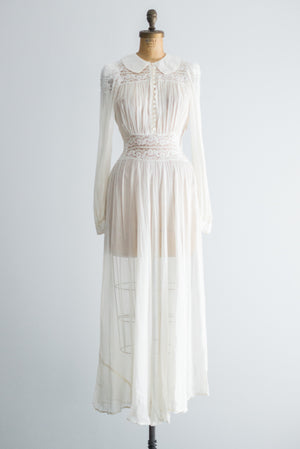 1940s Peter Pan Rayon and Lace Dressing Gown - S