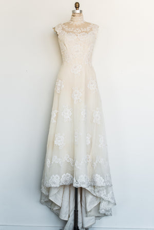 1970s High Neck Tulle Lace Gown - S