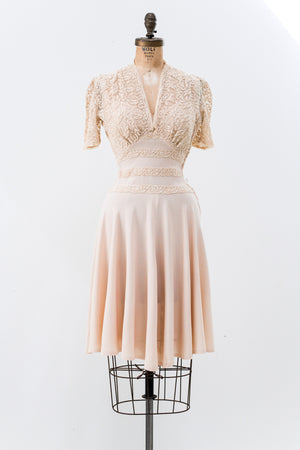 1940s Nude Rayon and Lace Dress - XS