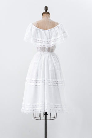 1970s White Off-The-Shoulder Dress - S/M