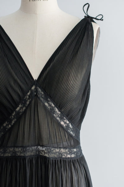 1950s Black Micro Pleated Slip - M/L