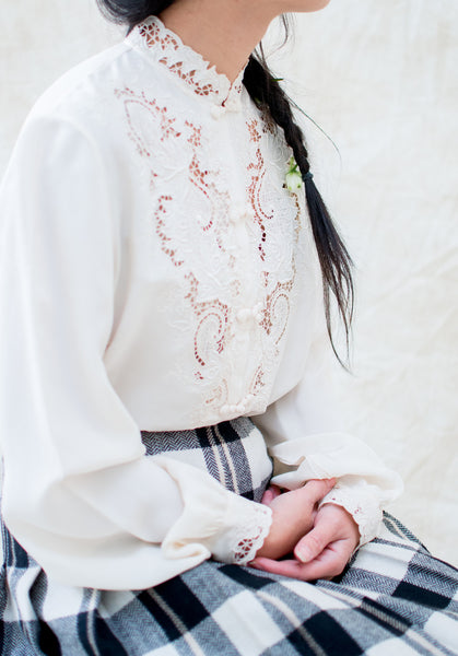 Vintage Ivory Detailed Embroidered Silk Blouse - S/M