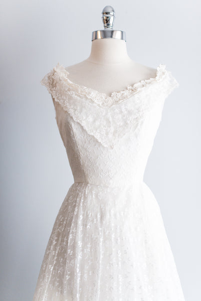 1950s Alencon Lace and Chiffon Wedding Gown - XS/S