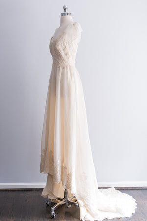 1980's Cream Alencon Lace and Organza Gown - XS/S