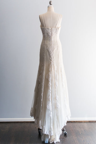 Ivory Pleated Tulle Lace Wedding Gown - M US8/10