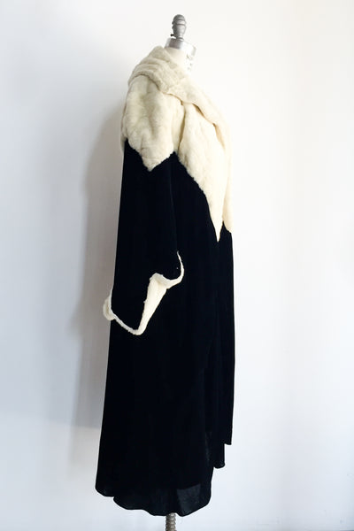 1920s Bonwit Teller Silk Velvet Opera Coat with Fur Collar and Sleeves - M