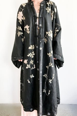 1910s Antique Silk Embroidered Robe - M