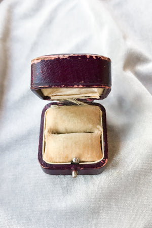 Antique Burgundy Ringbox