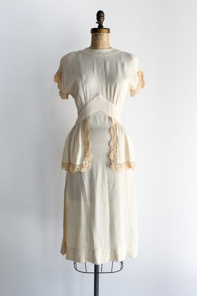 1940s Rayon Peplum Dress with Lace Embellishments - XS/S