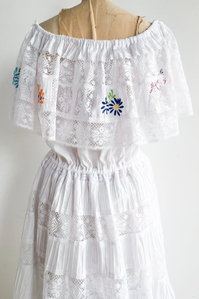 1970s Cotton Embroidered Off The Shoulder Dress - M/L