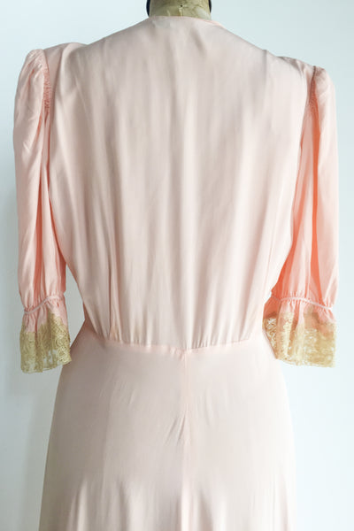 1940s Peachy Pink Rayon and Lace Dressing Gown - S/M