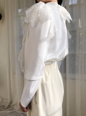 Vintage Ivory Ruffle Lace Top - M/L