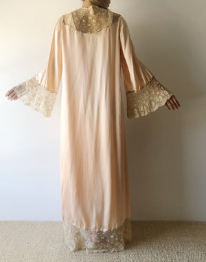 1920s Peach Dressing Robe with Ecru Lace - One Size
