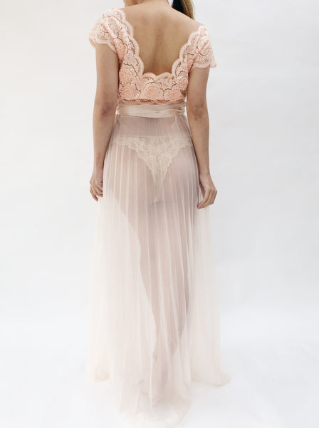 1950s Sheer Peach Pleated Nylon and Lace Negligee - S