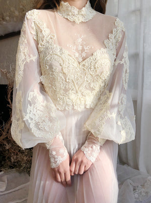 Vintage Lace Bishop Sleeve Wedding Dress - S/M