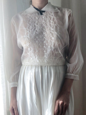 1950s Sheer Embroidered Top with Peter Pan Collar- S/M