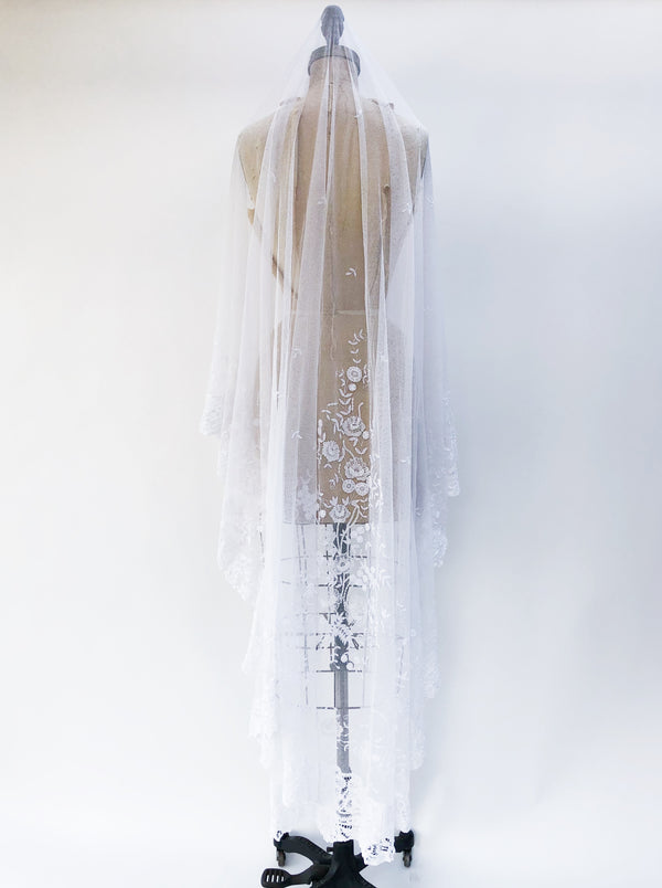 Long Antique Duchesse Veil