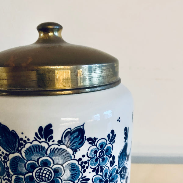 Delft blue ceramic tobacco pot