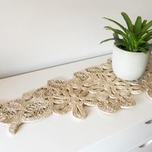 Load image into Gallery viewer, Jute table runner Natural