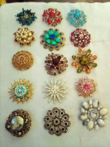 Lot of large round colorful broaches - B&P'sringsnthings