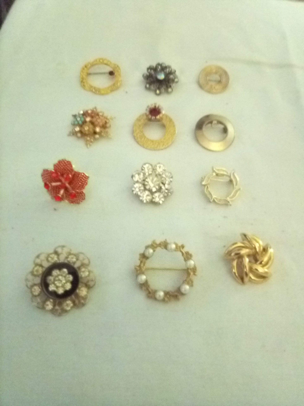 Lot of smaller size beautiful broaches - B&P'sringsnthings